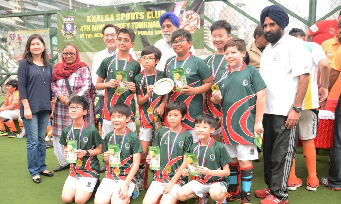 KCC A, U12 Plate Winners of the Khalsa, hockey mini-tournament, held at Happy Valley, Hong Kong on Saturday March 19, 2016. Dr. Bibi Inderjit Kaur (Middle 2nd L) is in the photo.(Eddie So)