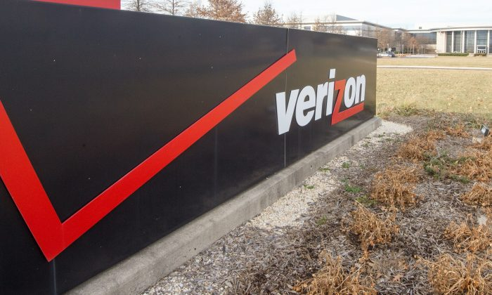 The Verizon logo is seen at the headquarters for Northern Virginia on January 2, 2015. (Paul J. Richards/AFP/Getty Images)