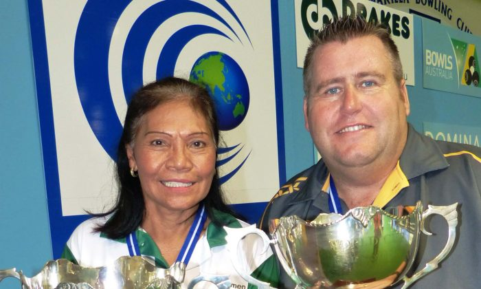 Carmen Anderson and Jeremy Henry winners of the World Bowls singles championships in Warilla Australia on March 23, 2016. (World Bowls)