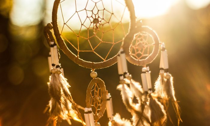 A Native American dream catcher (Public Domain)