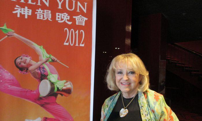Renowned Artist: Shen Yun's Costume Designer Is Brilliant