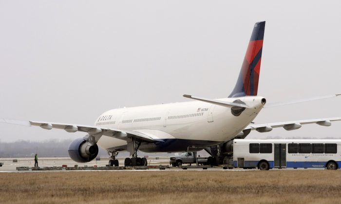 A Delta Airlines jet sits at a remote part of the Detroit Metropolitan Airport on December 27, 2009 (Bill Pugliano/Getty Images)