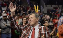 Craig Sager: Pin Featuring NBA Reporter and Gregg Popovich for Sale to Benefit Cancer Research