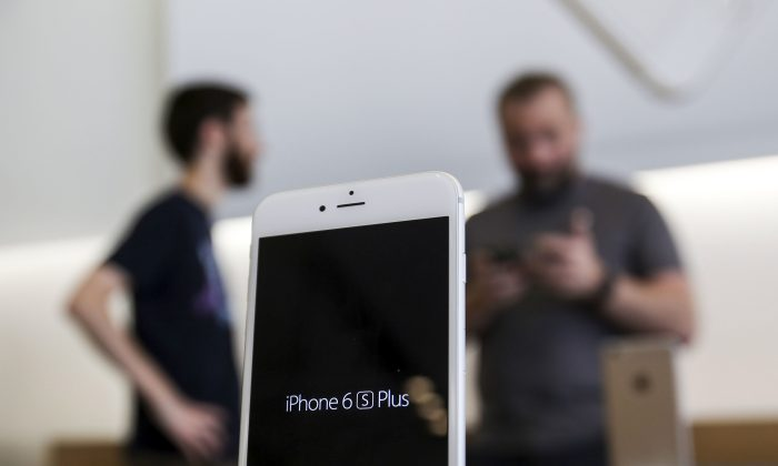 Apple iPhone 6s Plus at The Grove in Los Angeles on Sept. 25, 2015. (AP Photo/Ringo H.W. Chiu)