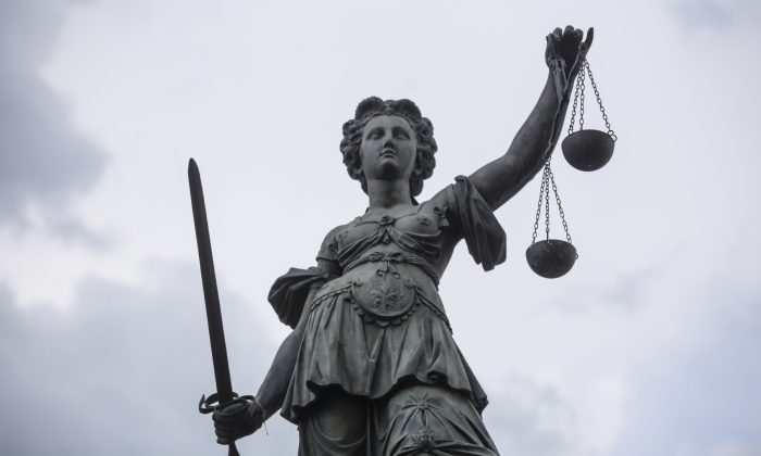 Lady Justice may not be blind after all. (Teka77/iStock)