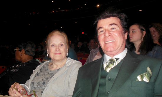 Shen Yun Asks Us to Shine Light in the World