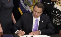 New York Gov. Cuomo Signs $15 Minimum Wage Law
