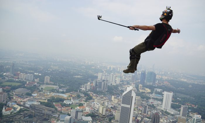 Some selfies are more dangerous than others… (zanariahsalam/iStock)