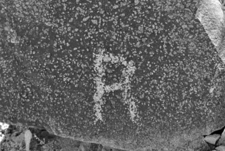 """A petroglyph of a letter """"R"""" found on Signal Hill. (Robert C. Hyde)"""