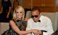 Muhammad Ali Attends Celebrity Fight Night to Raise Money for Parkinson's Disease
