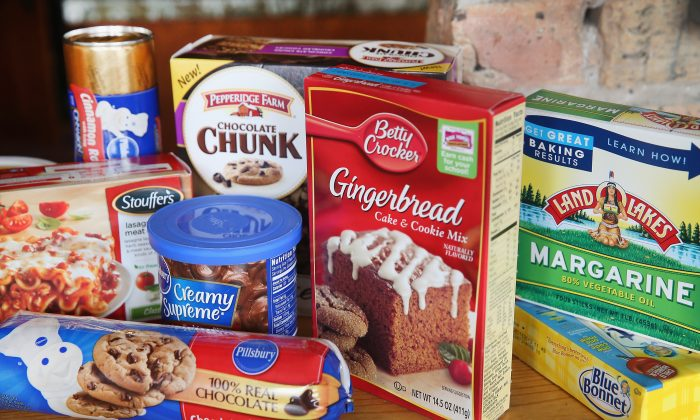 Food items which contain trans fat are shown in Chicago, Ill., on Nov. 7, 2013, when the U.S. Food and Drug Administration (FDA) proposed a rule that would eliminate trans fat from all processed foods. (Scott Olson/Getty Images)