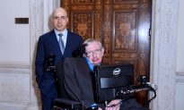 Stephen Hawking Teams Up With Russian Billionaire in $100 Million Project to Find Aliens