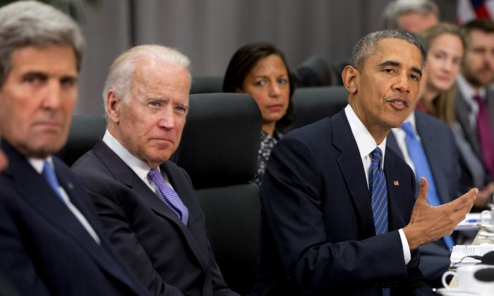President Barack Obama, accompanied by, from(L),  Secretary of State John Kerry, Vice President Joe Biden, and National Security Adviser Susan Rice, speaks during a meeting with Chinese President Xi Jinping at the Nuclear Security Summit in Washington, on March 31, 2016.  (AP Photo/Jacquelyn Martin)