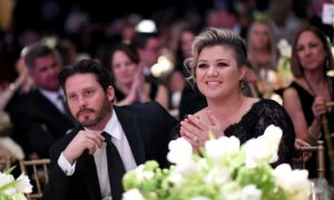 Kelly Clarkson Says She Spanks Her Kids, Then Gets Backlash