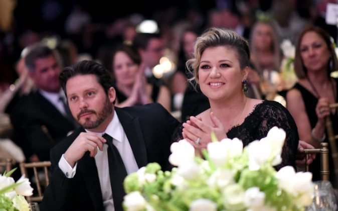 Brandon Blackstock (L) and singer/songwriter Kelly Clarkson attend Muhammad Ali's Celebrity Fight Night XXI at the JW Marriott Phoenix Desert Ridge Resort & Spa  in Phoenix, Arizona on March 28, 2015. (Photo by Michael Buckner/Getty Images for Celebrity Fight Night)