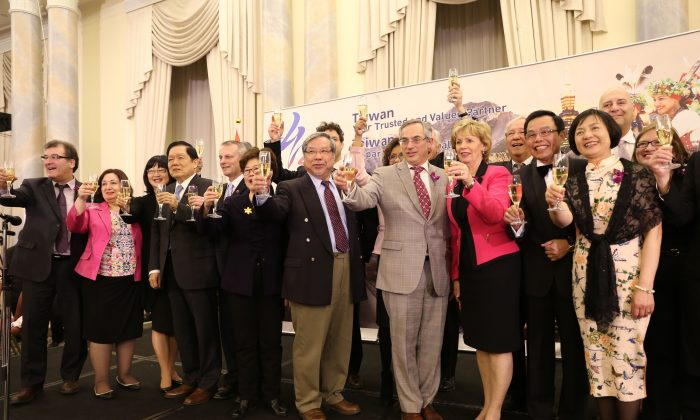 Attendees at Taiwan Night 2016 pose with a glass of champagne at Fairmont Chateau Laurier on April 13, 2016. (Donna He/Epoch Times)