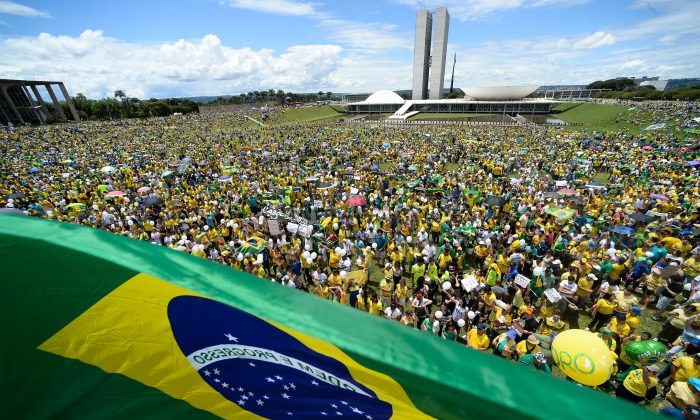 Brazilian anti-government protesters demand President Dilma Rousseff's resignation at the Esplanada dos Ministerios in Brasilia on March 13, 2016. (Andressa Anholete/AFP/Getty Images)