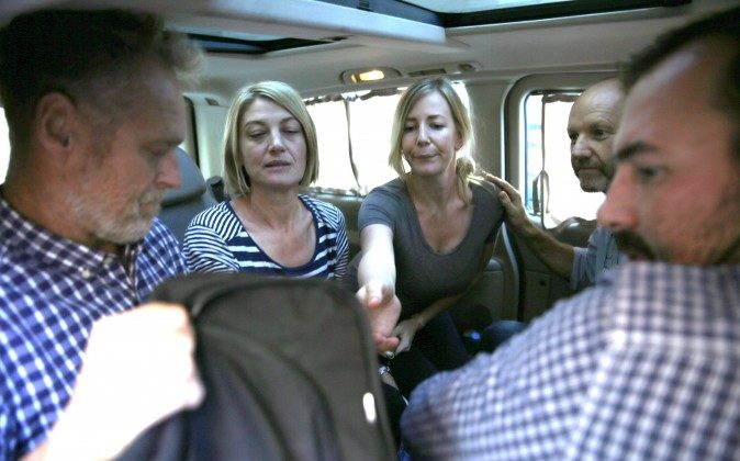 Australian TV journalist Tara Brown, second left, and Sally Faulkner, center, the mother of the two Australian children, sit in a mini van between the three crew members of Channel 9 Australian TV, after they released from the Lebanese jail, in Baabda east of Beirut, Lebanon, Wednesday April 20, 2016. (AP Photo/Hussein Malla)