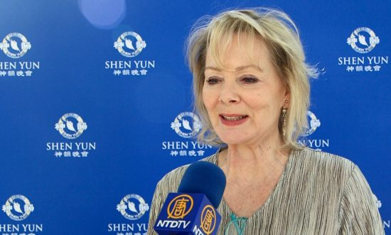 Emmy-Winning Actress Jean Smart Takes Daughter to Shen Yun Every Year