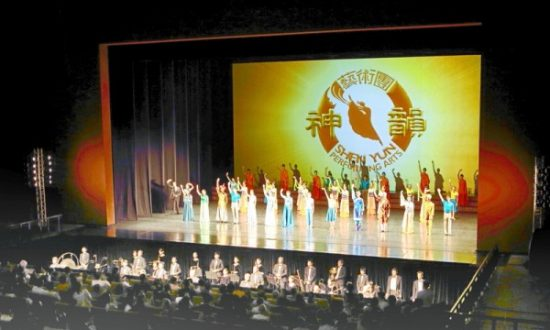 Mainland Chinese Hope Shen Yun Can Thrive in China