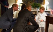 Photos: Prince George Meets Obamas, While Looking Adorable in a Robe