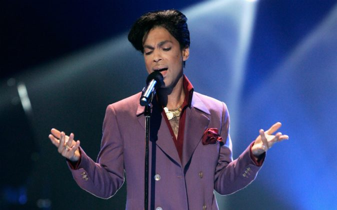 Musician Prince performs onstage during the American Idol Season 5 Finale on May 24, 2006 at the Kodak Theatre in Hollywood, California. (Photo by Vince Bucci/Getty Images)