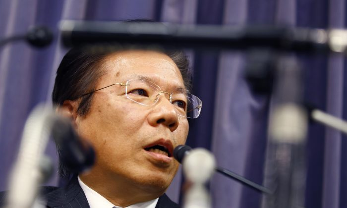 Mitsubishi Motors Corp. President Tetsuro Aikawa speaks during a press conference in Tokyo, Tuesday, April 26, 2016.  (AP Photo/Shizuo Kambayashi)