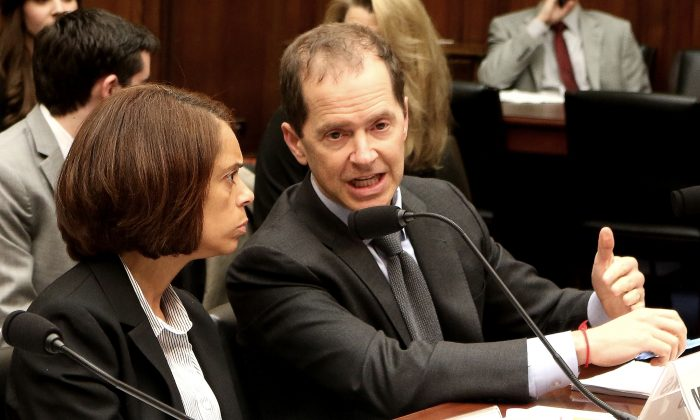 Max Stier, right, president and CEO, Partnership for Public Service (R), testifies at a hearing at the House Committee on Oversight and Government Reform on April 27, 2016. (Gary Feuerberg/Epoch Times)