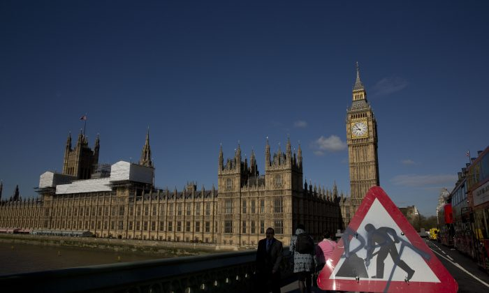 A roadworks sign stands on Westminster Bridge, near the Houses of Parliament and Elizabeth Tower, which houses the Big Ben bell in London, Tuesday, April 26, 2016.  (AP Photo/Matt Dunham)