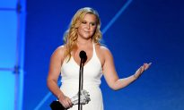 Amy Schumer to No Longer Takes Pictures with Fans after One 'Scared' Her
