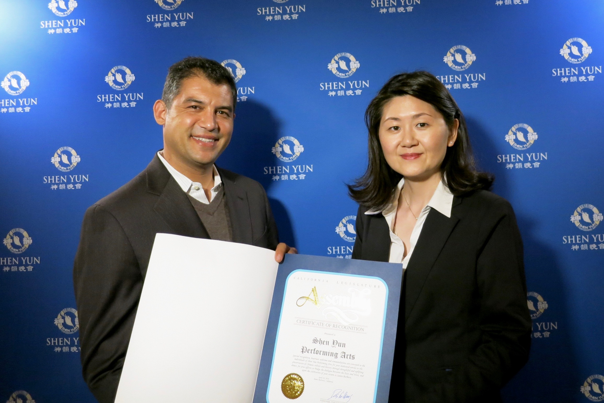California Assemblyman Das Williams presents a Certificate of Recognition to Shen Yun Performing Arts at the Granada Theatre in Santa Barbara on the evening of April 30, 2016. (Courtesy of NTD Television)