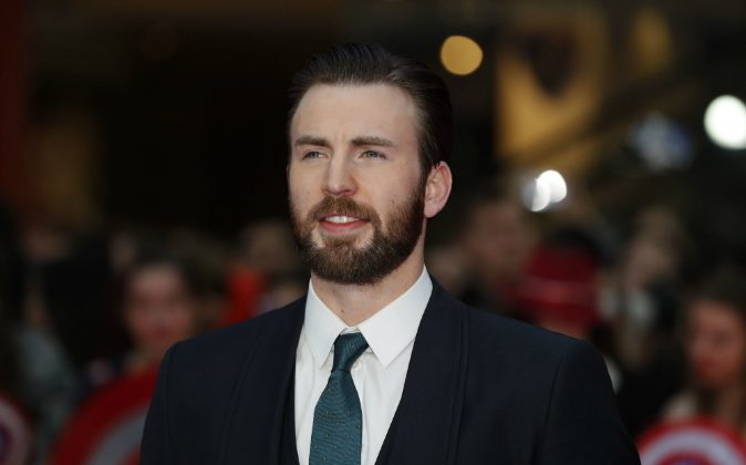 US actor Chris Evans poses on the red carpet arriving for the European Premiere of the film Captain America: Civil War in London on April 26, 2016 / AFP / ADRIAN DENNIS (ADRIAN DENNIS/AFP/Getty Images)