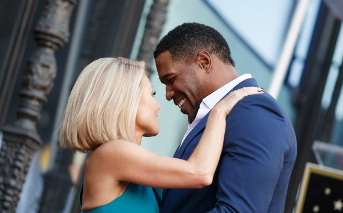 Television host Kelly Ripa (L) and Michael Strahan attend the Hollywood Walk of Fame on October 12, 2015 in Hollywood, California. (Mark Davis/Getty Images)