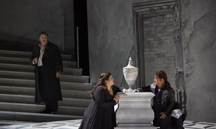 """(L-R) Bruce Sledge as Paolo Erisso, Leah Crocetto as Anna and Elizabeth DeShong as Calbo in the COC's production of """"Maometto II, 2016."""" (Michael Cooper)"""