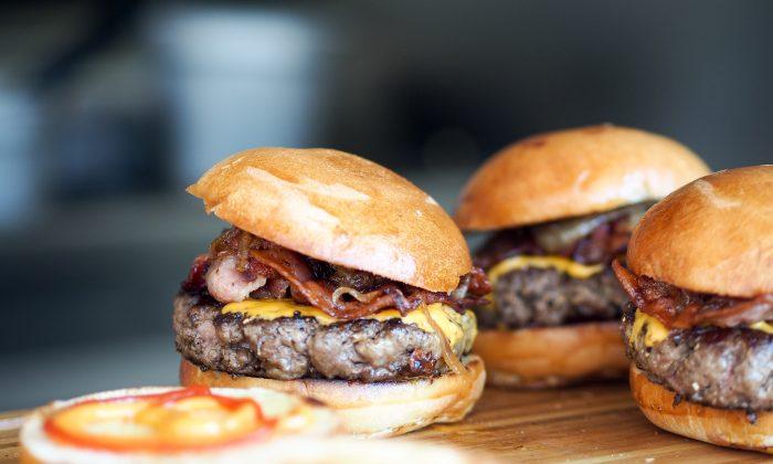 Hamburgers are one of the most popular American foods. (Niklas Rhöse/unsplash.com)