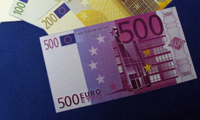 (FILES) This file photo taken on May 14, 2001 in Paris shows a 500 euros banknote. (THOMAS COEX/AFP/Getty Images)