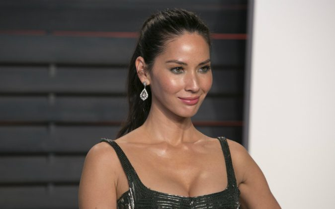 Olivia Munn arrives to the 2016 Vanity Fair Oscar Party, February 28, 2016 in Beverly Hills, California.  (ADRIAN SANCHEZ-GONZALEZ/AFP/Getty Images)
