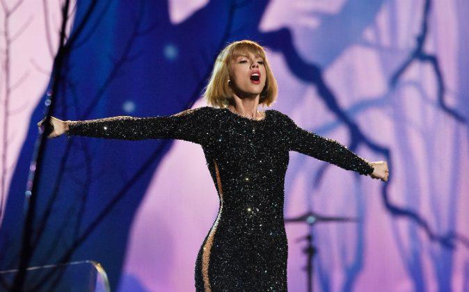 Singer Taylor Swift performs onstage during The 58th GRAMMY Awards at Staples Center on February 15, 2016 in Los Angeles, California. (Photo by Kevork Djansezian/Getty Images)