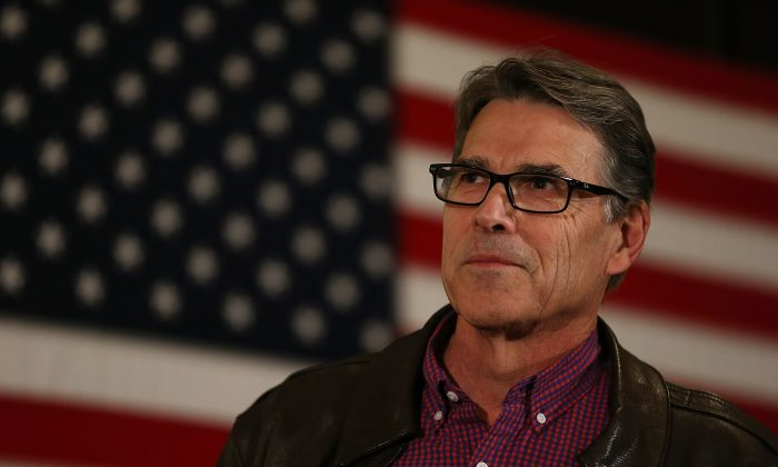 Former Texas Governor Rick Perry talks about how he supports Republican presidential candidate Sen. Ted Cruz (R-TX). (Photo by Joe Raedle/Getty Images)