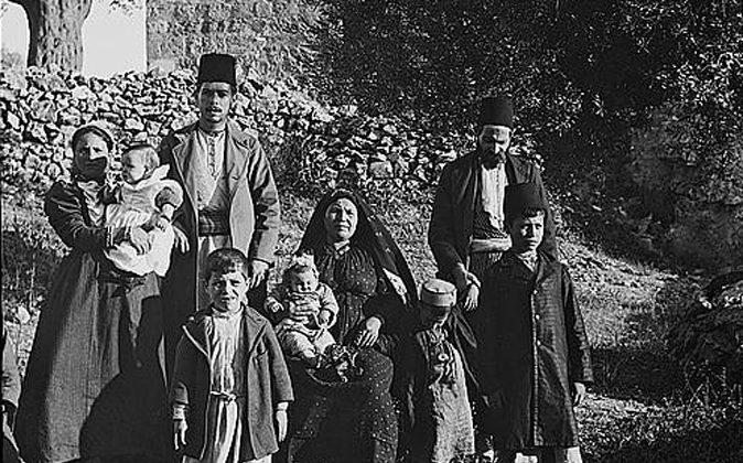 "Ashkenazic Jews residing in the ""American colony,"" 1900-1920. (Library of Congress, Public Domain)"