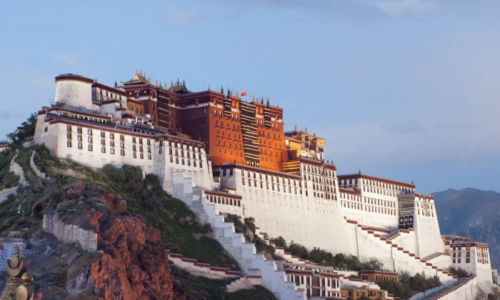 The Potala Palace in Lhasa, Tibet. (Coolmanjackey/Wikimedia, CC BY-SA)