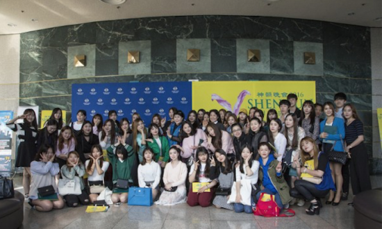 Dance Professor Brings 70 Students to See Shen Yun