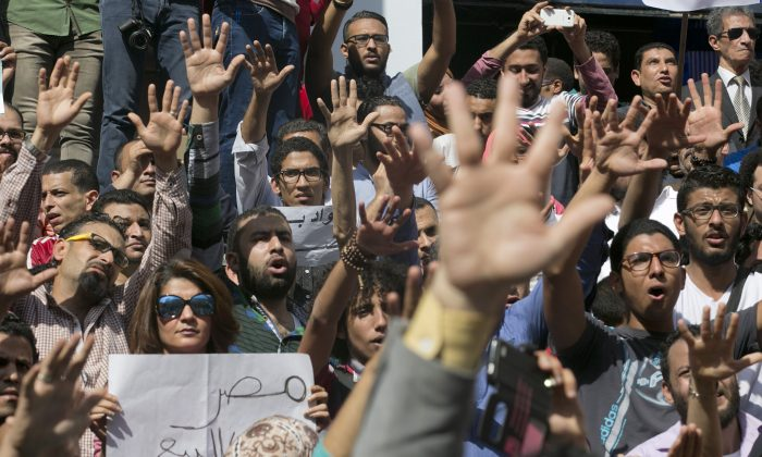 Egyptians shout slogans against Egyptian President Abdel-Fattah el-Sissi during a protest against the decision to hand over control of two strategic Red Sea islands to Saudi Arabia in front of the Press Syndicate, in Cairo, Egypt, on April 15, 2016. (AP Photo/Amr Nabil)