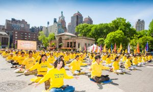 Meditation and Performances at NYC's Union Square Celebrate 24 Years of Falun Gong