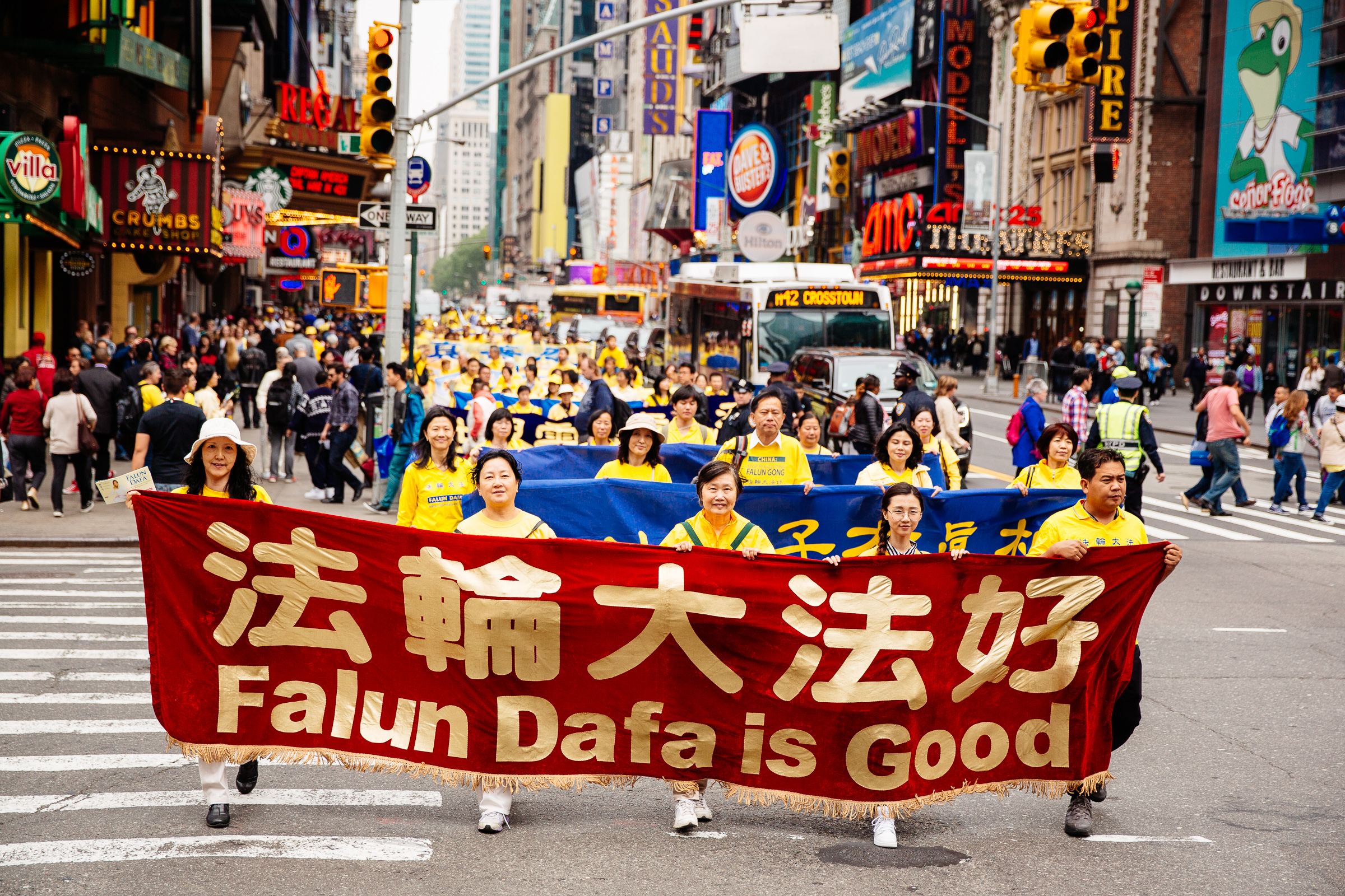 Around 10,000 Falun Gong practitioners march in the World Falun Dafa parade in New York on May 13, 2016. (Edward Dye/Epoch Times)