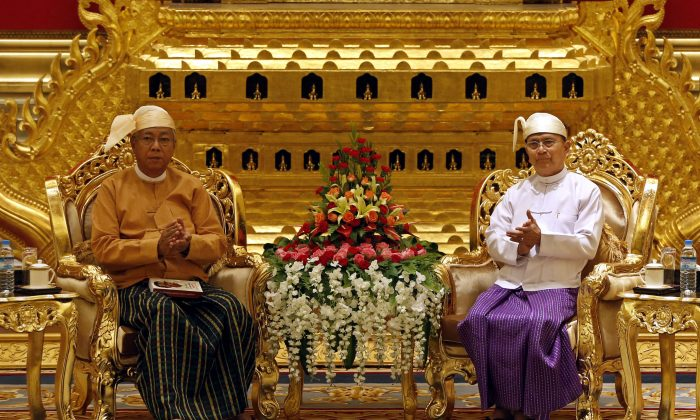 Burma's new President Htin Kyaw (L) and outgoing President Thein Sein (R) during the handover ceremony at the presidential house in Naypyidaw on March 30, 2016. (Nyein Chan Naing/AFP/Getty Images)