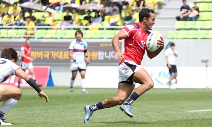 Ben Rimene collects his chip and chase to score the game-winner for Hong Kong in their Asia Rugby Championship match against South Korea on Saturday May 14. (Kenji Demura/RJP)