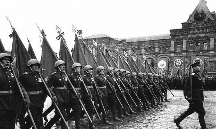Soviet soldiers are marching on the Red Square in Moscow on  24 June 1945. (Stringer/AFP/Getty Images)