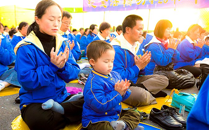 Practitioners of Falun Gong meditate in New York on April 25, 2013. (Samira Bouaou)