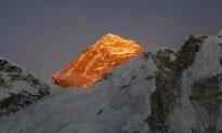 Dutch Man, Australian Woman Die on Descent From Mount Everest Summit